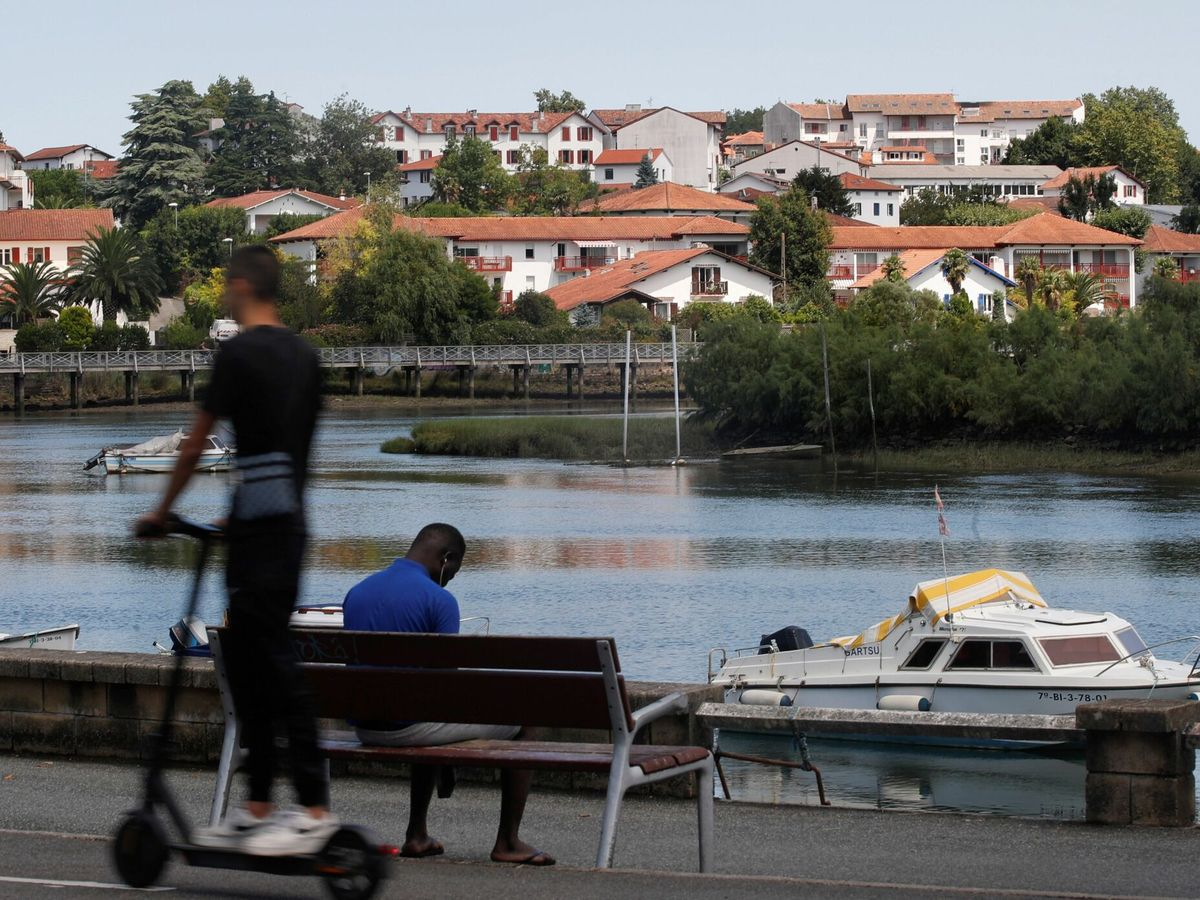 Foto: Un joven falleció en Irún cuando intentaba cruzar el río Bidasoa hacia Francia. (EFE)