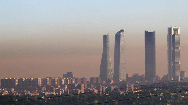 Foto: Vista general de la capa de contaminación aérea de Madrid. (EFE)