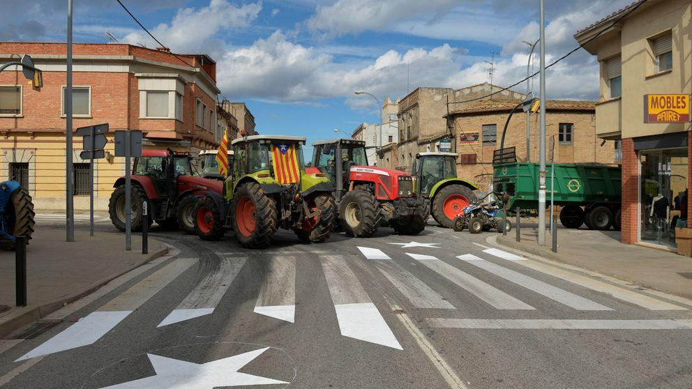 Tractores, manifestantes y partidas de ajedrez cortan las carreteras de Cataluña