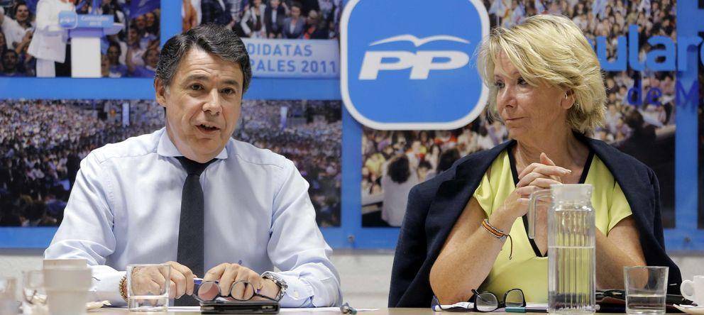 Foto: Esperanza Aguirre (d), junto al presidente de la Comunidad de Madrid, Ignacio González, el pasado julio. (Efe/Carlos Iglesias)