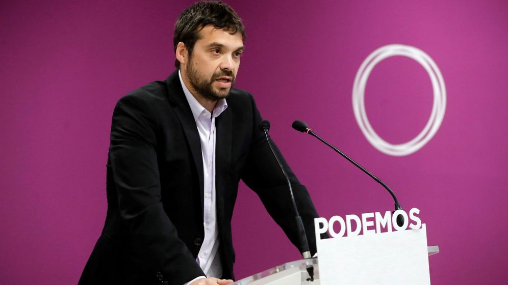 Foto: El candidato de Podemos en Alcorcón, Jesús Santos, durante una rueda de prensa en la sede del partido. (EFE)