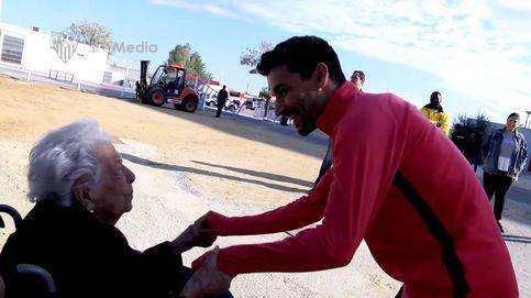 La emoción de una anciana de 102 años al conocer en persona a Jesús Navas