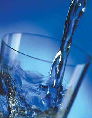 Foto: Cómo ayuda beber agua para bajar de peso