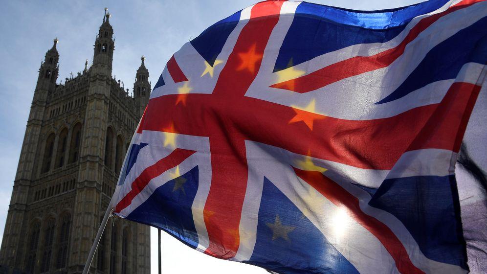 Foto: Banderas de Reino Unido y de la Unión Europea frente al Big Ben. (Reuters)