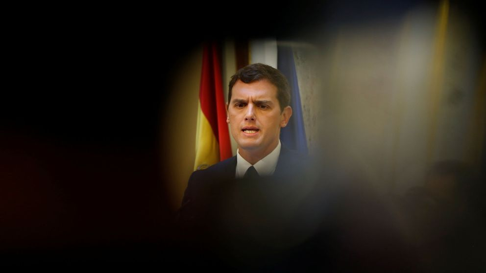 Rivera dispara y saca a Rajoy de su madriguera