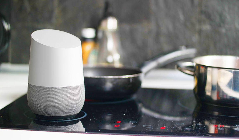 Foto: Google Home, en la cocina. (M. Mcloughlin)