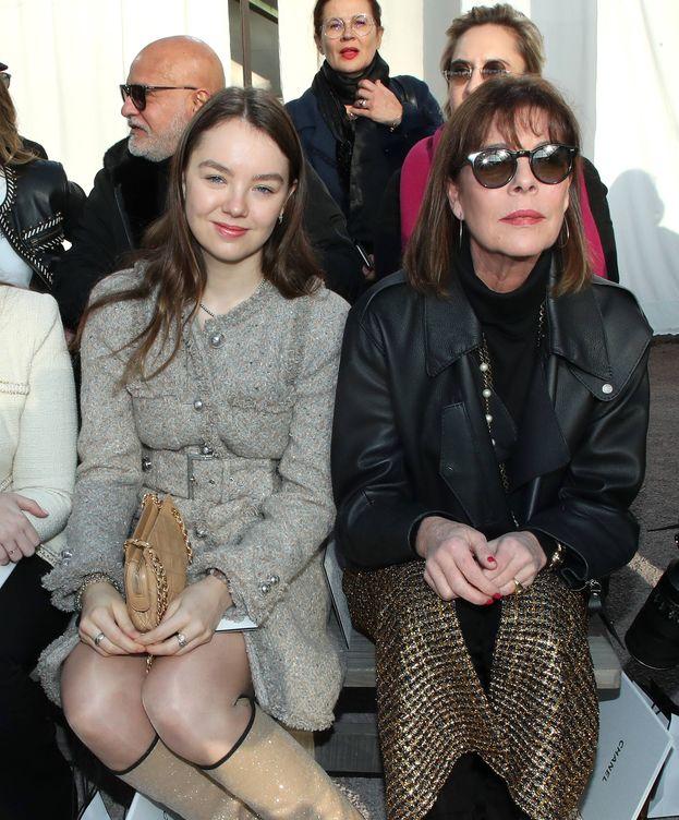 Foto: Carolina de Mónaco y Alexandra de Hannover, este martes en París. (Getty)