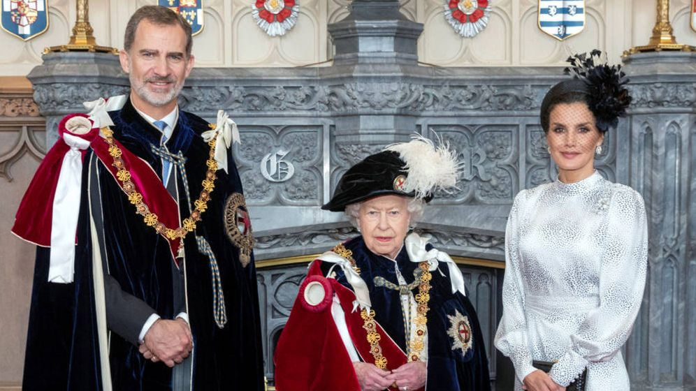 Foto:  Los Reyes con Isabel II. (Reuters)