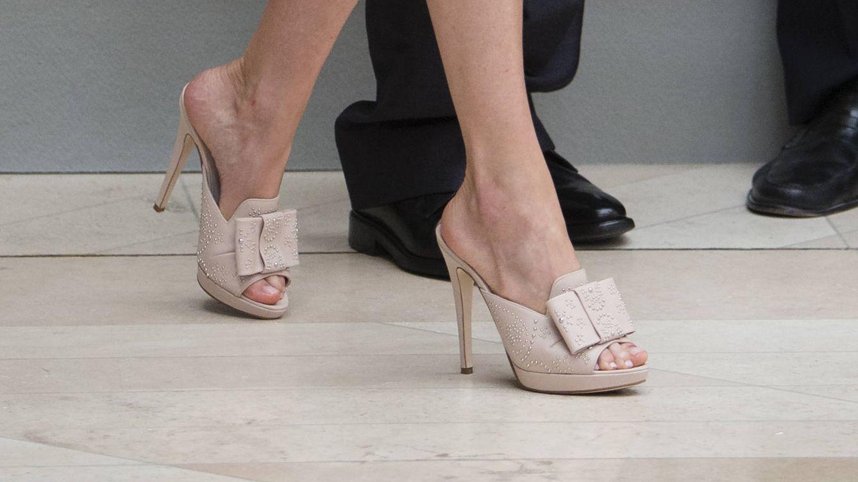 Así son los nuevos (y llamativos) zapatos de la reina Letizia