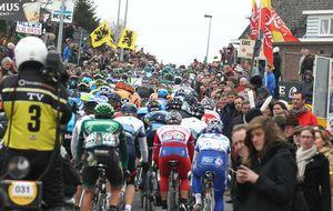 El infierno de las piedras se saborea con cervezas en el Tour de Flandes