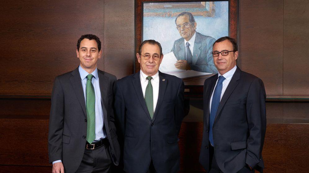 Foto: Víctor Grifols Deu, a la izquierda.