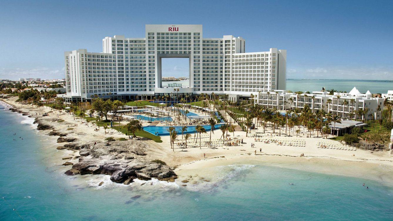 RIU logra 825M de CaixaBank para comprar 19 hoteles a TUI