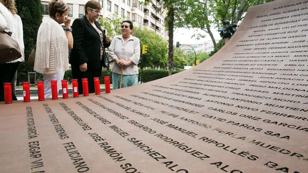 Foto: Familiares del accidente del Yak-42 conmemoran su decimotercer aniversario. (EFE)