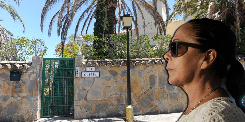 Foto: Isabel Pantoja frente a 'Mi gitana' en una montaje fotográfico realizado por 'Vanitatis'