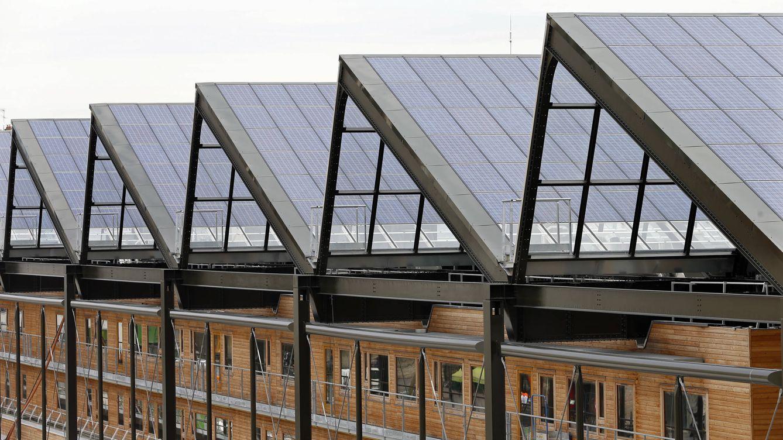 Foto: Paneles fotovoltaicos en el tejado de un edificio en París (Foto: Reuters)