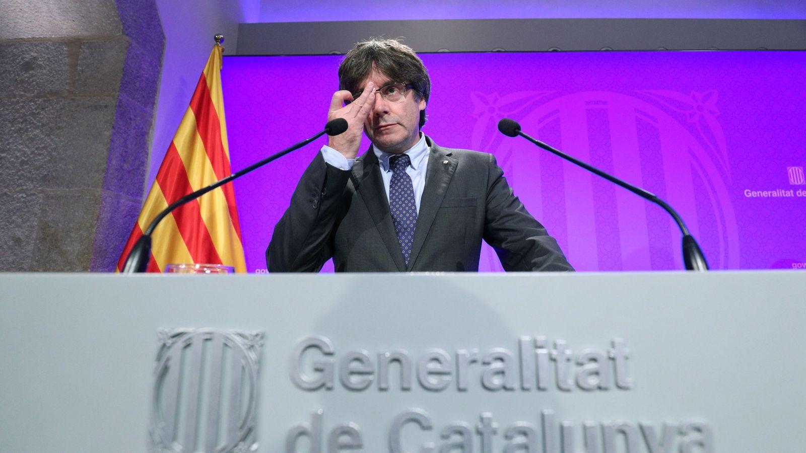 Foto: El presidente de la Generalitat, Carles Puigdemont, este martes en la rueda de prensa ofrecida en la Generalitat. (Reuters)