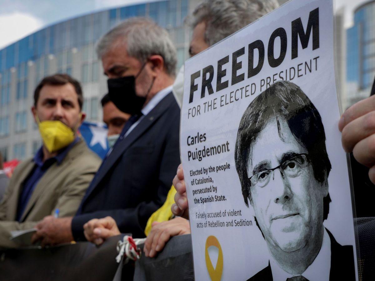 Foto: Manifestación a favor de Carles Puigdemont. (EFE)