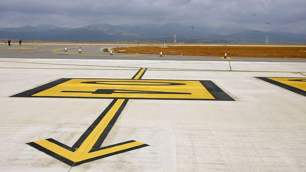 Foto: Vista de una de las pistas auxiliares del aeropuerto de Castellón. (EFE)