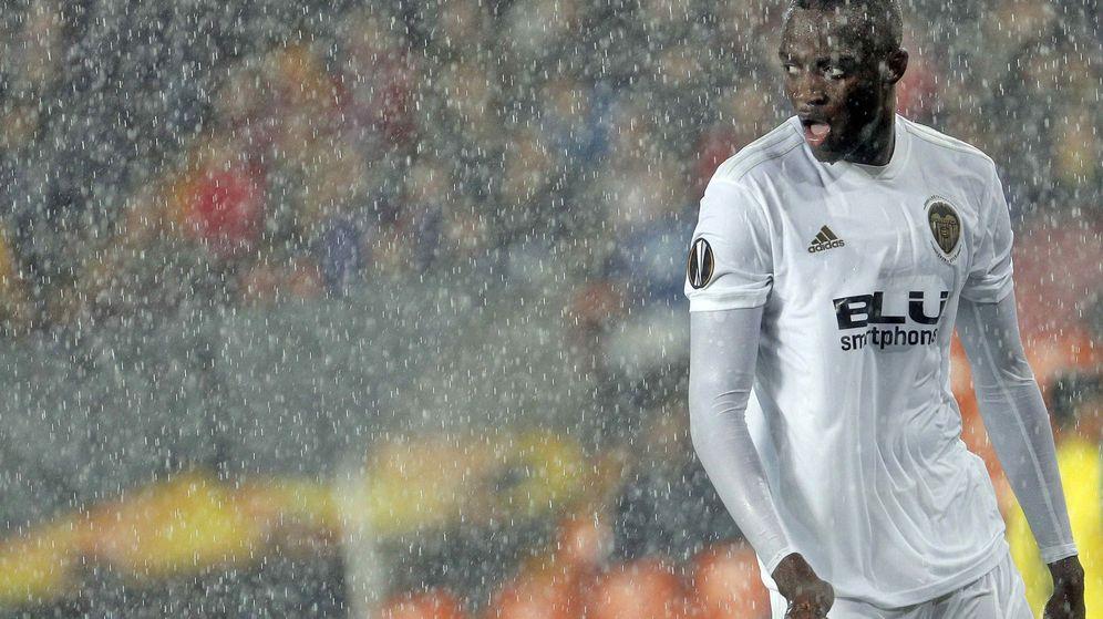 Foto: Mouctar Diakhaby, durante el partido de vuelta de los cuartos de final de la Liga Europa ante el Villarreal. (EFE)