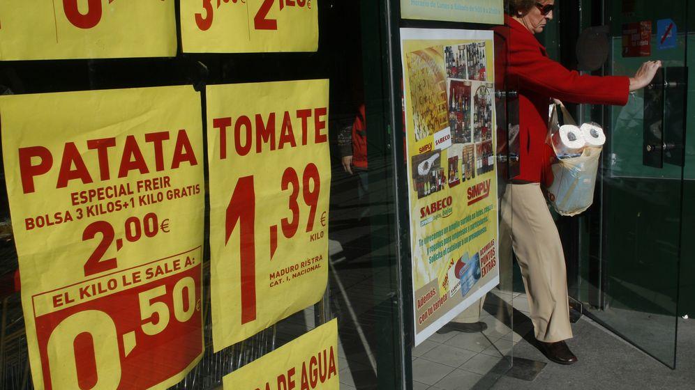 Foto: Un supermercado madrileño anuncia los descuentos de la semana. (Susana Vera/Reuters)