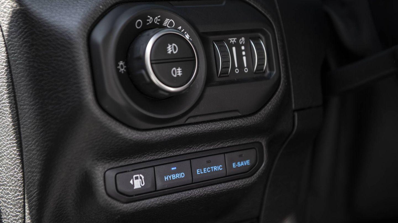 El sistema E-Selec permite elegir entre tres modos de funcionamiento: Hybrid, Electric y E-Save. Aunque las posibilidades de configuración van mucho más allá gracias a otras funciones
