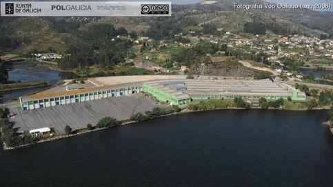 Costas reclama demoler una fábrica por ocupar el litoral a la que dio permiso en 2017