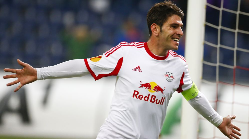 Foto: Jonathan Soriano celebra un gol con el Red Bull de Salzburgo (Reuters).