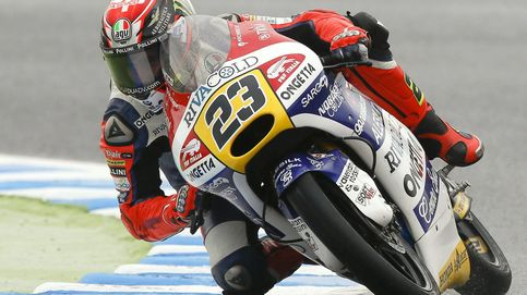 Antonelli gana la 'guerra de los pícaros' aprovechándose de Kent en Moto3