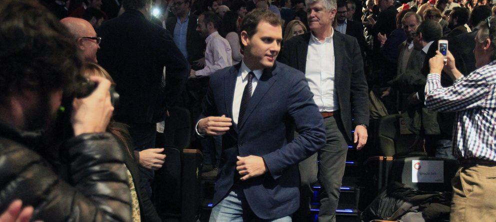 Foto: El líder de Ciudadanos, Albert Rivera, en su llegada al acto del teatro Goya (EFE)
