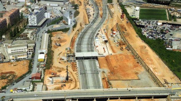 Foto: Vista de la zona de la estación del AVE de La Sagrera, con el centenario Puente del Trabajo Digno.