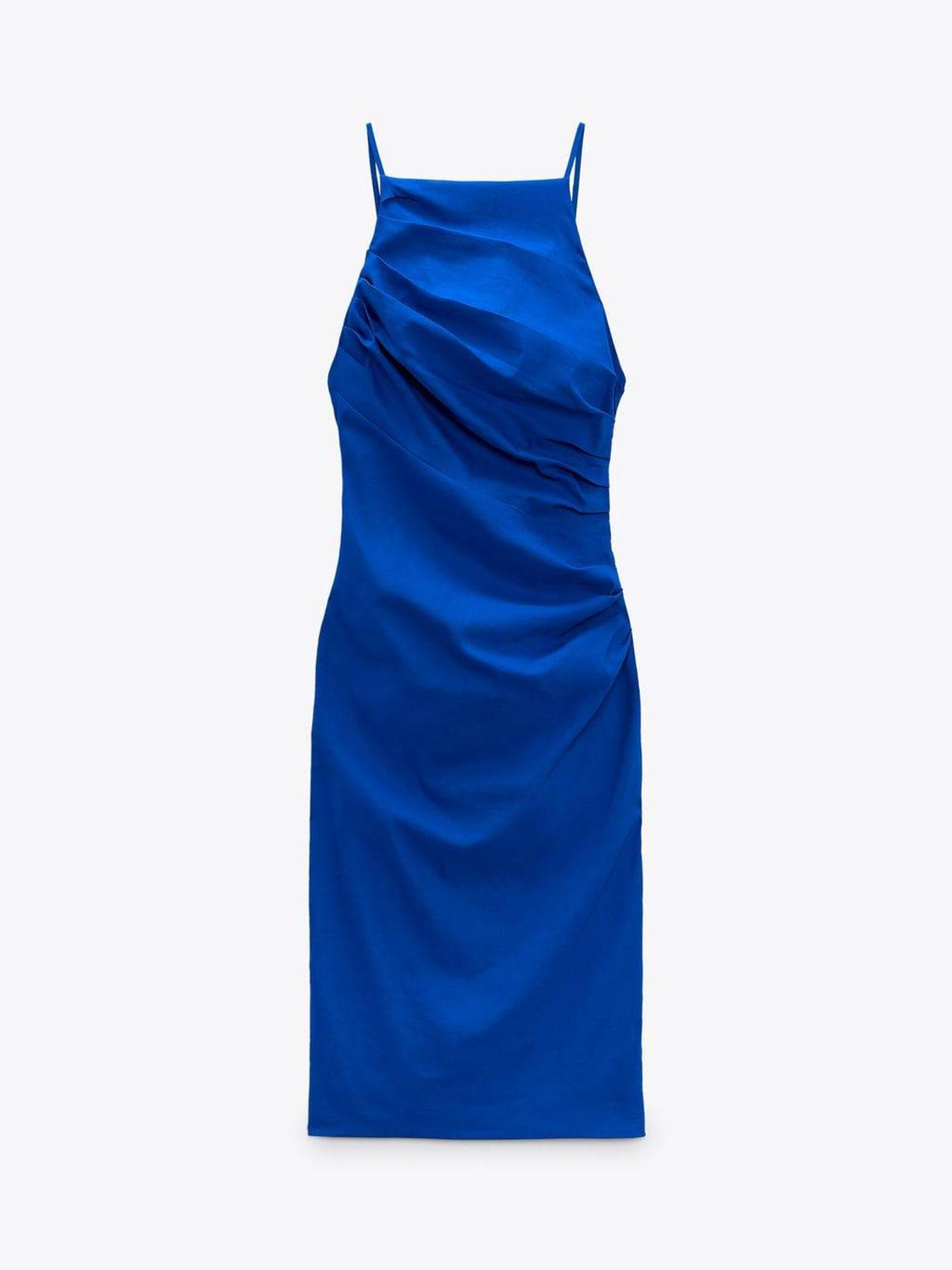 Vestido drapeado de invitada de Zara. (Cortesía)