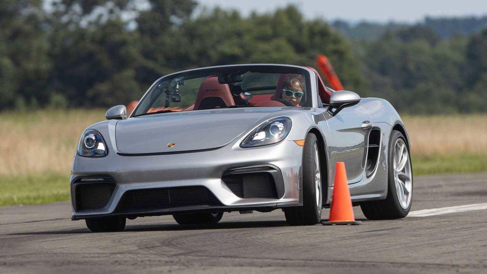 Una conductora de 16 años logra un récord de slalom con un Porsche