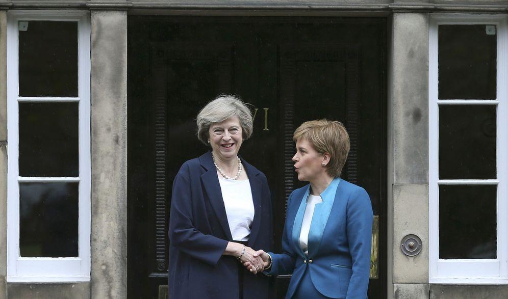 Foto: Theresa May y Nicola Sturgeon en Edimburgo, en julio de 2016. (Reuters)