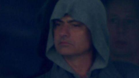 Mourinho, encapuchado y de pie junto a una cafetera, testigo de excepción en Kiev