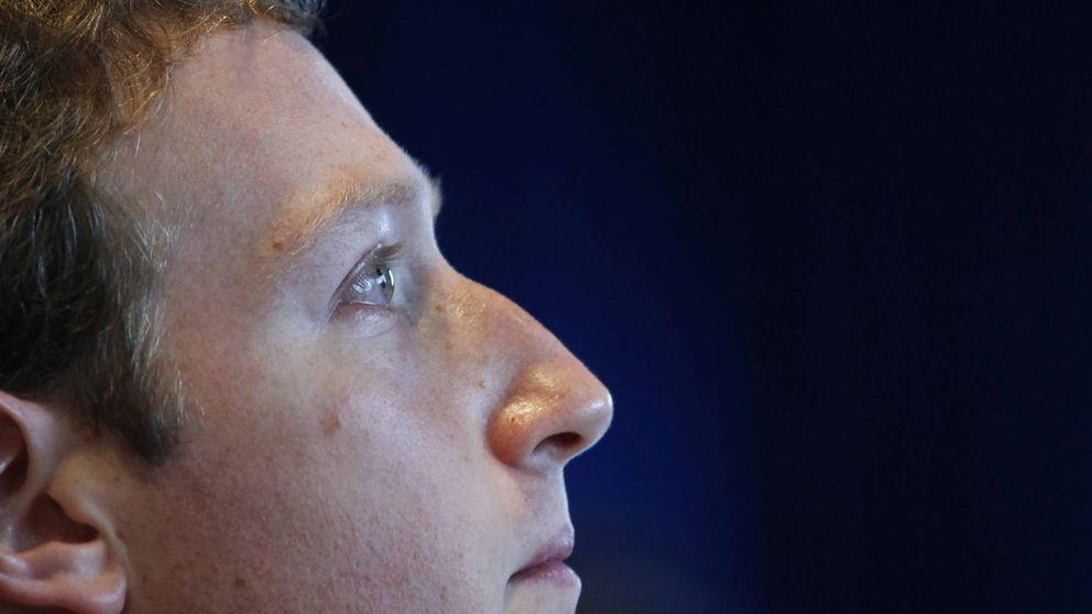 El escándalo del robo de datos en Facebook llega a Washington: Zuckerberg testificará
