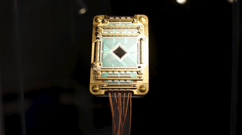 Un procesador D-Wave Vesuvius del Laboratorio de Inteligencia Artificial Cuántica (QuAIL) de la NASA. (Reuters)
