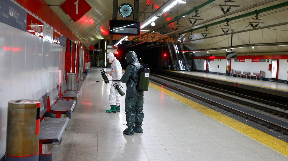Foto: La UME desinfecta el Metro de Madrid en Nuevos Ministerios. (Reuters)