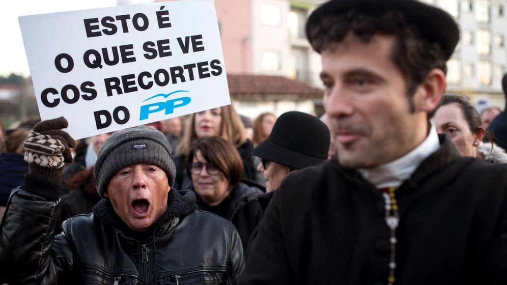 Foto: Manifestación por el cierre del paritorio del Hospital de Verín. (EFE)