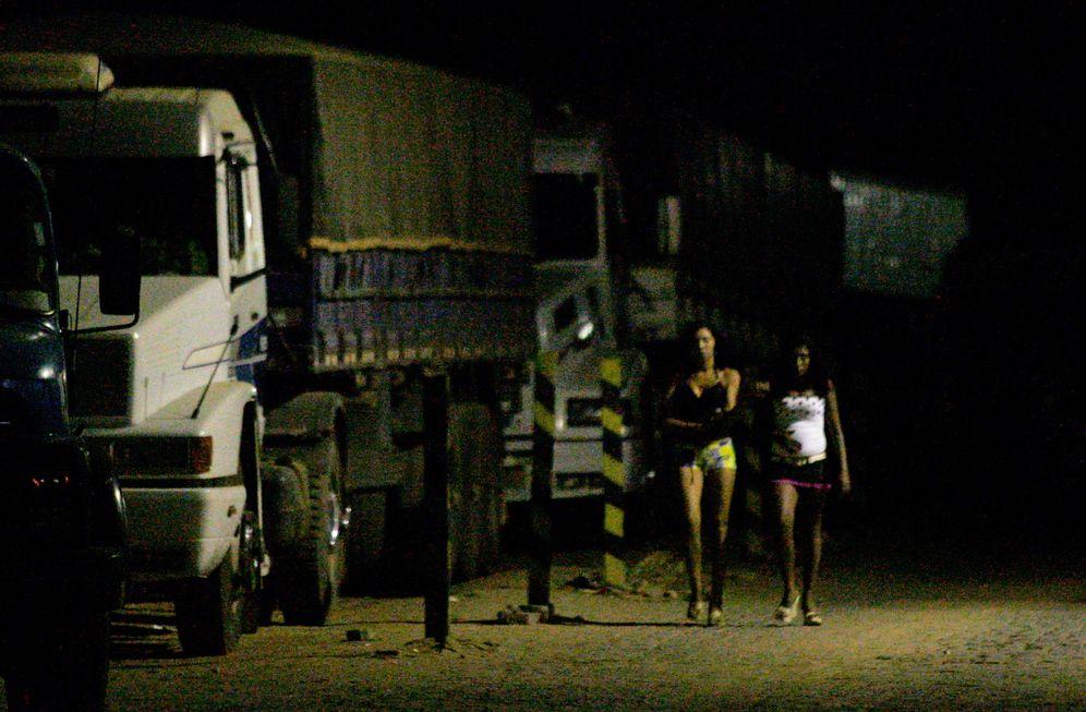 Foto: Prostitutas brasileñas en una gasolinera en Teresina, en el noreste del país (Reuters).