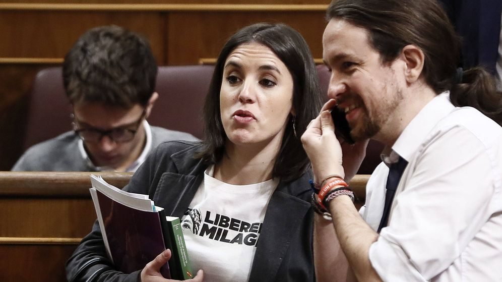 Foto: La portavoz parlamentaria de Podemos, Irene Montero (2d), en el pleno del Congreso de los Diputados. (EFE)