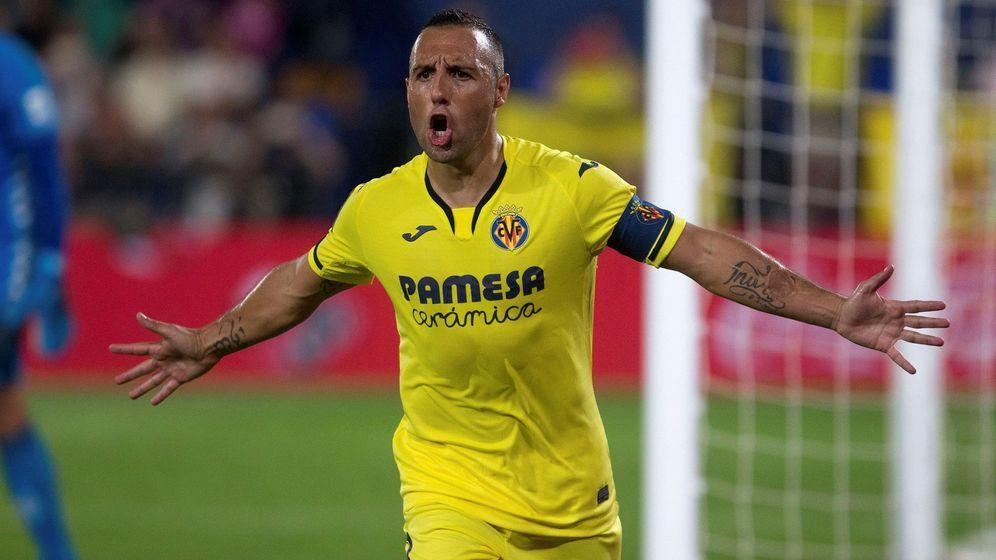 Foto: Santi Cazorla celebra un gol en un partido del Villarreal. (Efe)