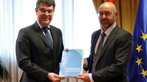 España necesita elevar la fiscalidad a los hidrocarburos para cumplir con Bruselas