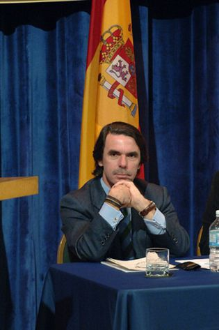 Foto: El ex fiscal Jiménez Villarejo estudia denunciar a Aznar ante el Tribunal de la Haya por genocidio en Iraq