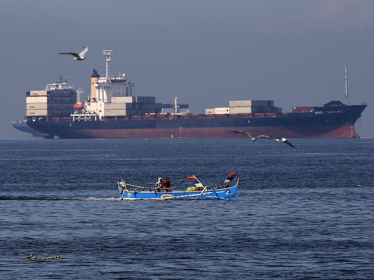 Foto: Imagen de archivo de un carguero. (EFE)