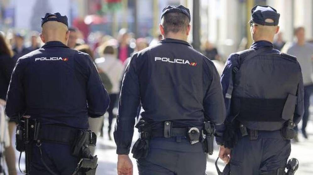 Foto: Imagen de archivo de varios agentes de la Policía Nacional.