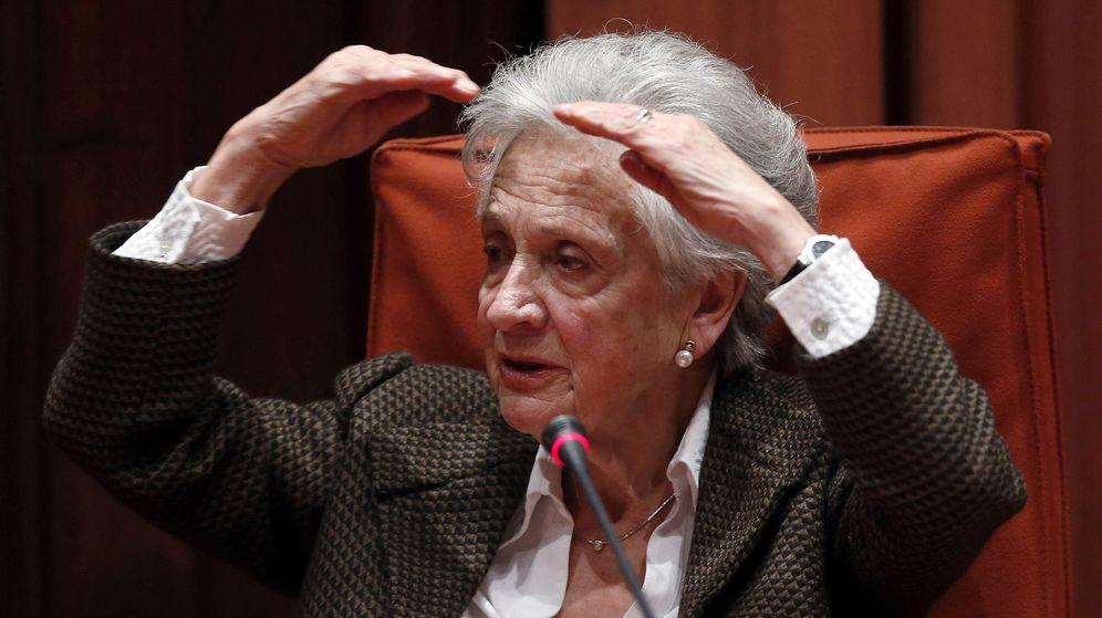 Foto: Marta Ferrusola, esposa del expresidente de la Generalitat Jordi Pujol, durante su comparecencia ante la comisión de investigación del Parlament. (EFE)