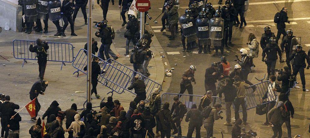 Foto: Disturbios del pasado sábado en la Plaza de Colón (EFE)