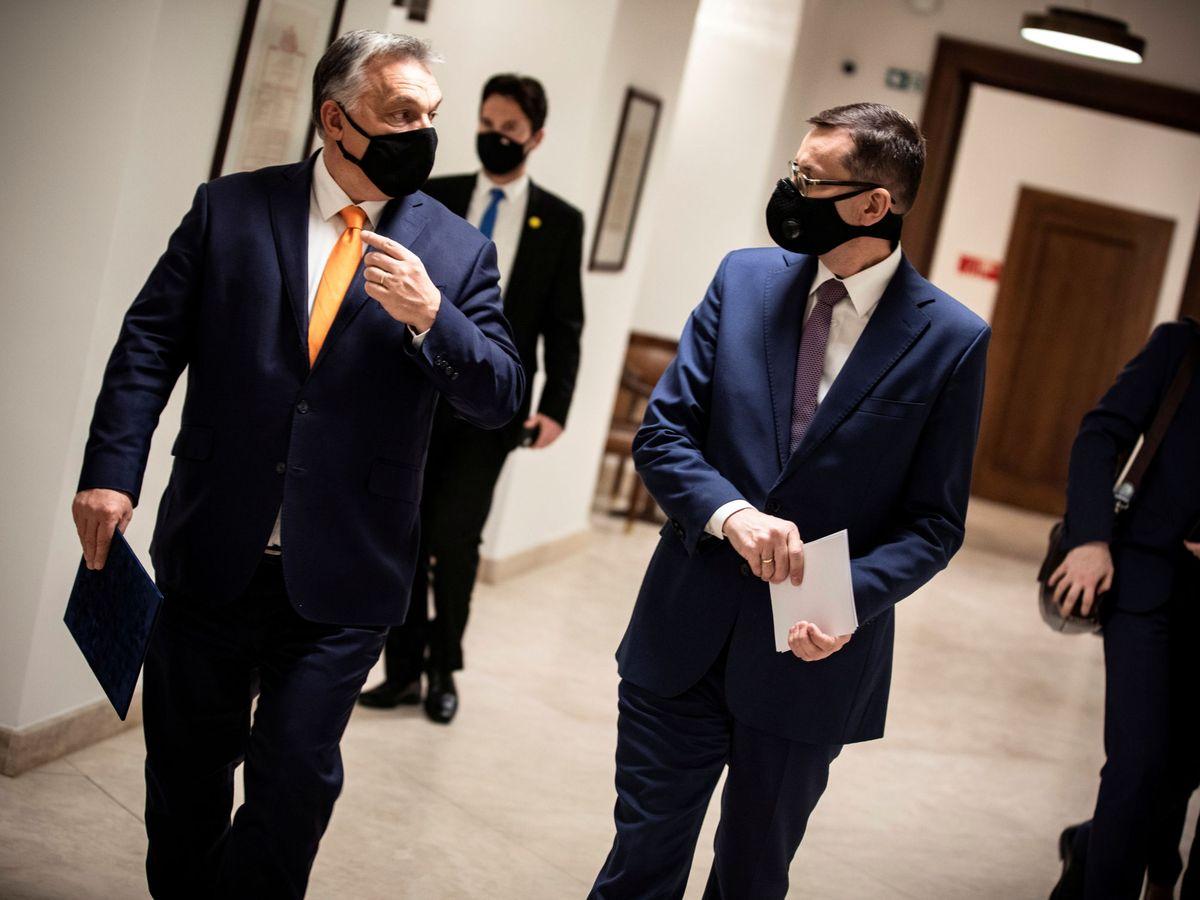 Foto: El primer ministro polaco, Mateusz Morawiecki (i), y el primer ministro húngaro, Viktor Orbán. (Reuters)