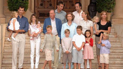 De las botas de agua que no gustaron a Letizia a las 'fugas' de Juan Carlos: la Nochebuena de los Borbón