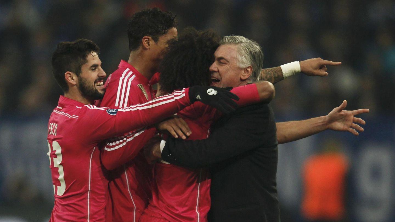 Isco en una celebración con Ancelotti. (Efe)